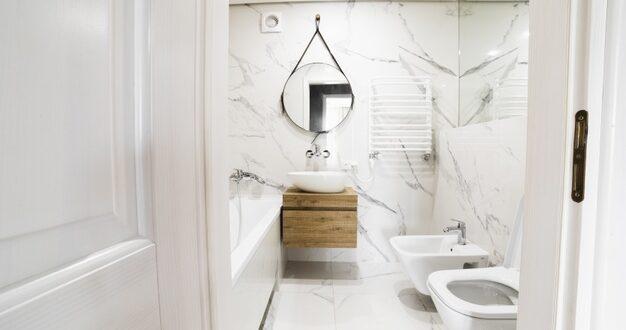 Czy drzwi do łazienki muszą mieć otwory wentylacyjne?