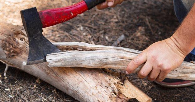 Rodzaje siekier do drewna – która będzie najlepsza?