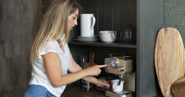 Jak wybrać ekspres do kawy pasujący do wystroju kuchni?
